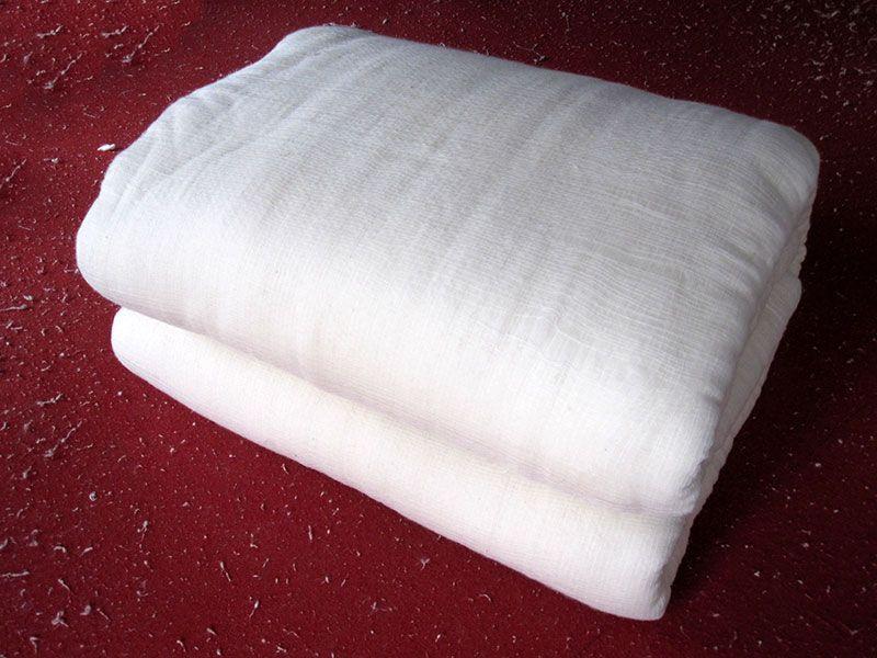 雷竞技app下载苹果千层大型被褥加工部压制好的带网套棉被.jpg