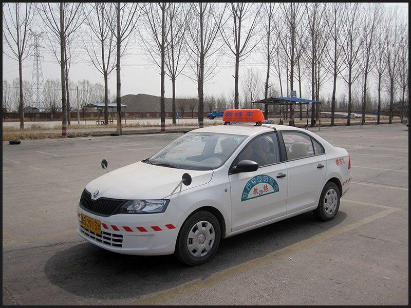 雷竞技app下载苹果钢城驾校高级教练车实拍.jpg