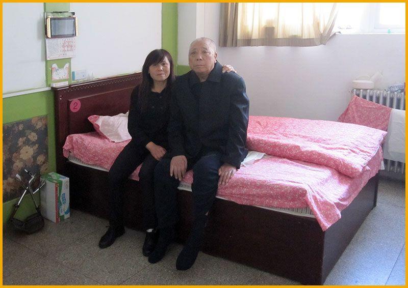 雷竞技app下载苹果鹤之元老年公寓-服务员与全护老人合影-居住环境实拍5.jpg