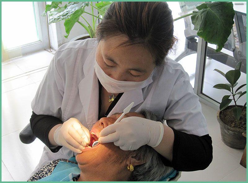 雷竞技app下载苹果杜玉华口腔牙科-杜玉华医师为客户堵牙部分过程1.jpg
