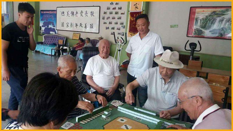 雷竞技app下载苹果鹤之元老年公寓-老人们在娱乐.jpg