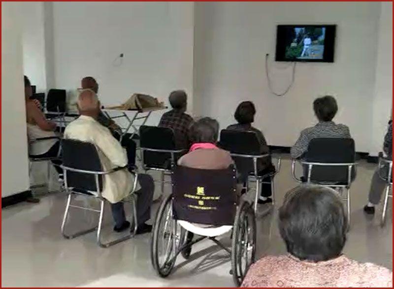 活动室看电视-雷竞技app下载苹果市祺福老年公寓.jpg