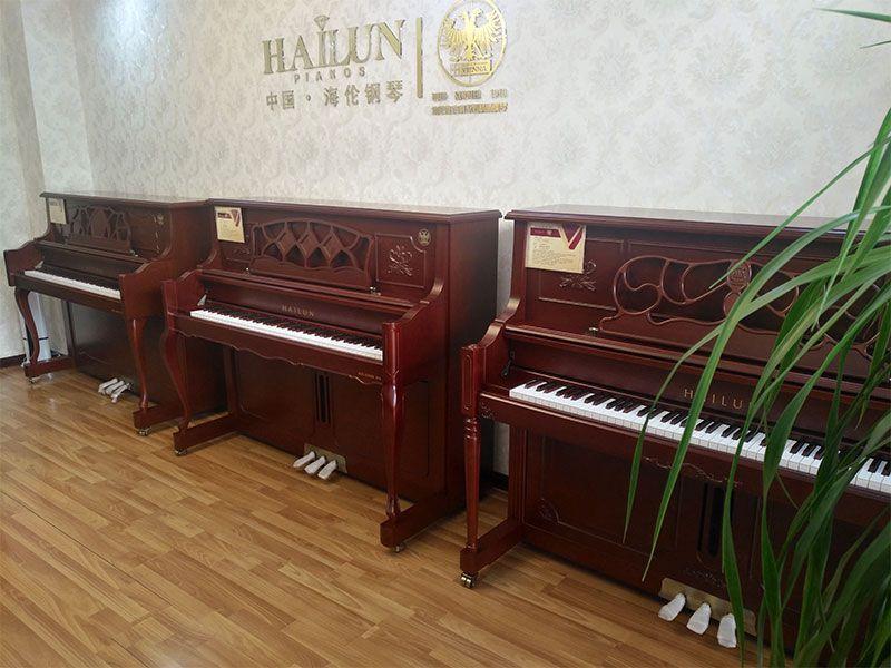 乐虎国际电子游戏天籁琴行-海伦钢琴整体实拍-1.jpg