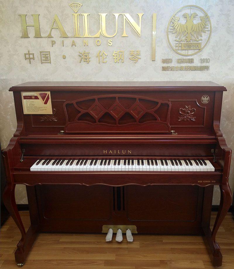 乐虎国际电子游戏天籁琴行-海伦钢琴特写-1.jpg