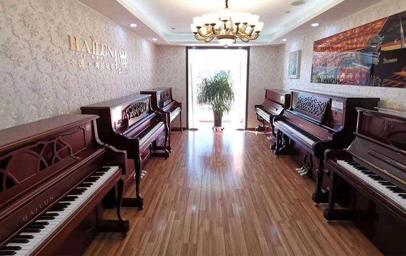 海伦钢琴-哈曼尼钢琴-整体实拍.jpg